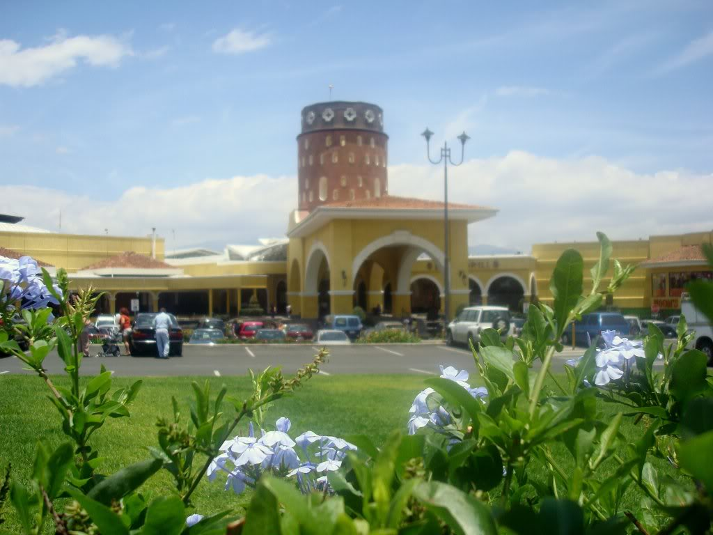 paseo-de-las-flores-mall-near-to-asul-spanish-school-heredia-costa-rica