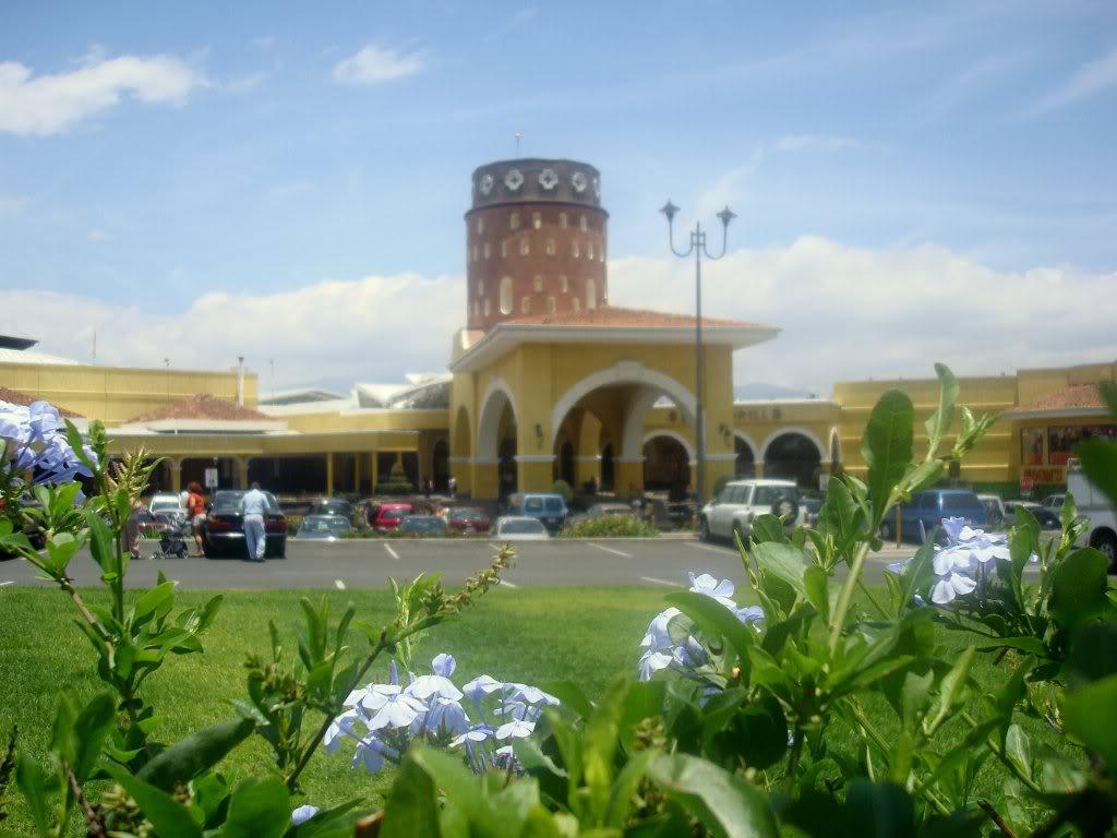 paseo-de-las-flores-mall-near-to-asul-spanish-school-heredia-costa-rica